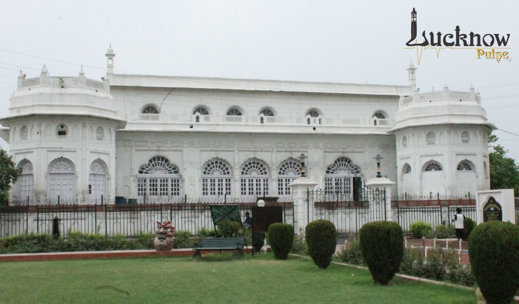 Picture of Safed baradari at Lucknow