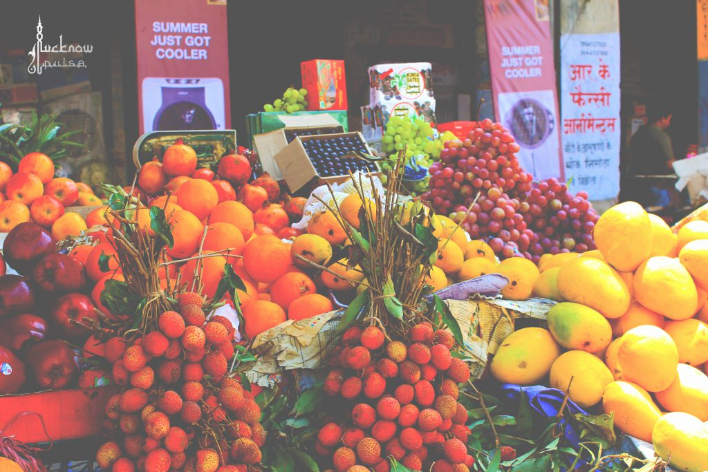 picture of small fruit-shop at lucknow