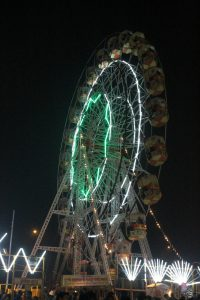 Giant-wheel_at_Lucknow-Mahotsav