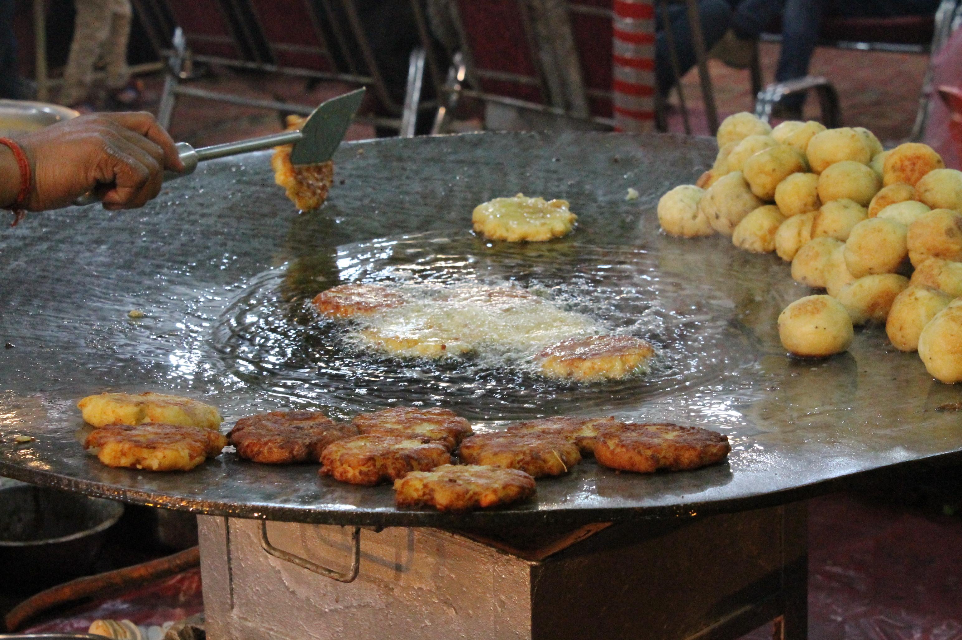 Aaloo-tikki-chaat-Lucknow-Mahotsav