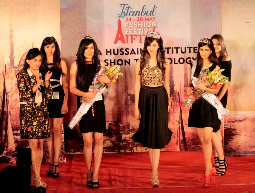 Picture showing Femina Miss India 2014 Koyal Rana flanked with Miss Diva 2016 finalists -Tanya Bhatnagar and Priyanka Bhardwaj